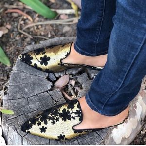 Shoes - Gold and black pointy slip on Mules